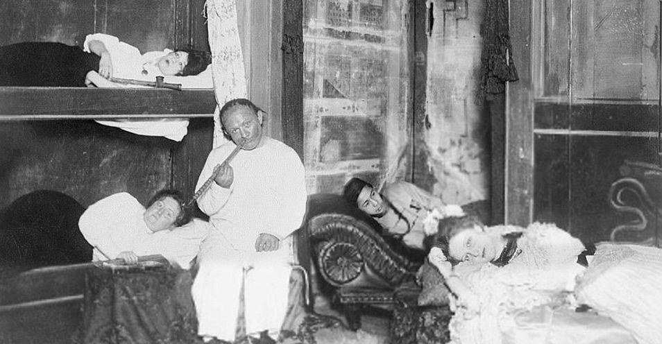 Сладкий дурман: фотографии опиумных притонов в США XX века
