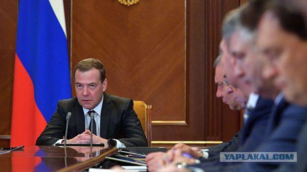 Медведев: деньги между городом и деревней надо распределять справедливо
