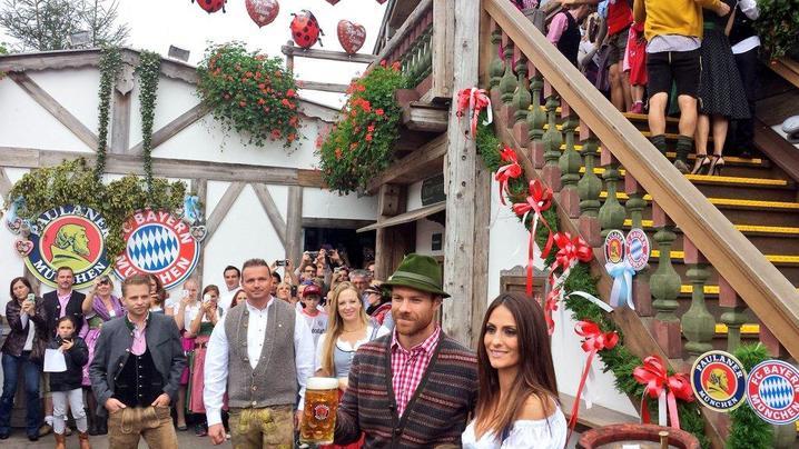 Пей, Пеп, но не упивайся. «Бавария» посетила «Октоберфест»