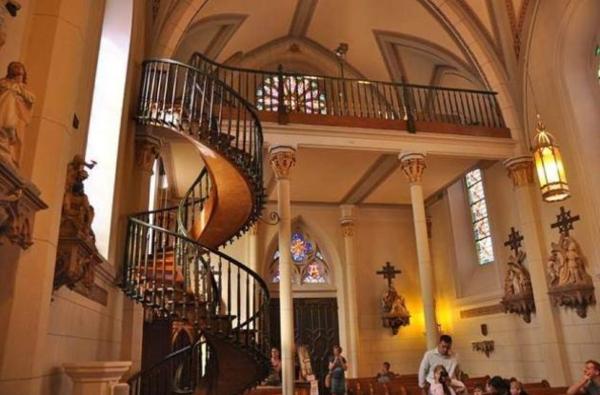 Неразгаданные тайны истории, которые ставят учёных в тупик — лестница часовни Лоретто
