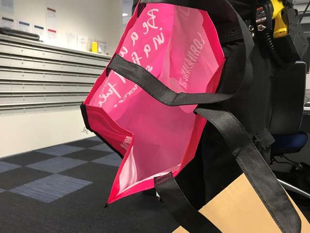 Это я, ваша «бомба»! В аэропорту Аделаиды кто-то оставил подозрительный розовый багаж…