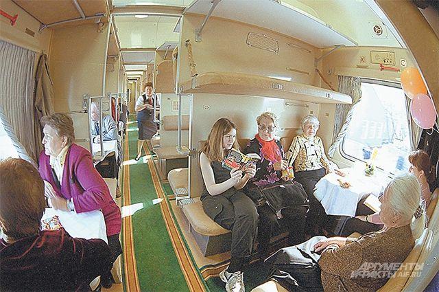 Какие пассажиры могут потребовать уступить им нижние места в поезде?