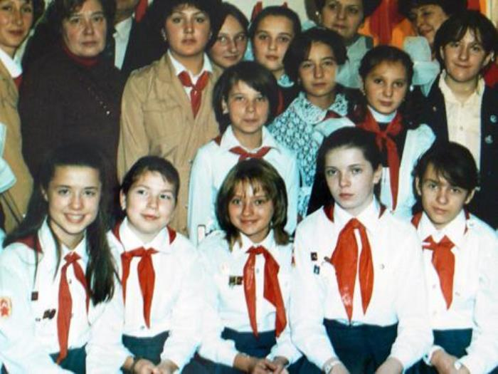 Катя с одноклассниками | Фото: fb.ru