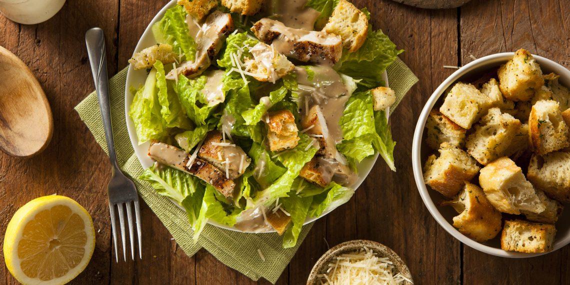 10 классных салатов с сухариками
