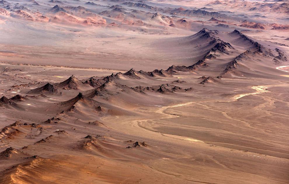 Горы в пустыне Гоби в северо-западном Китае