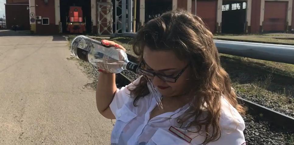 """Проводниц, снявших клип на песню """"В Питере — пить"""", уволили"""