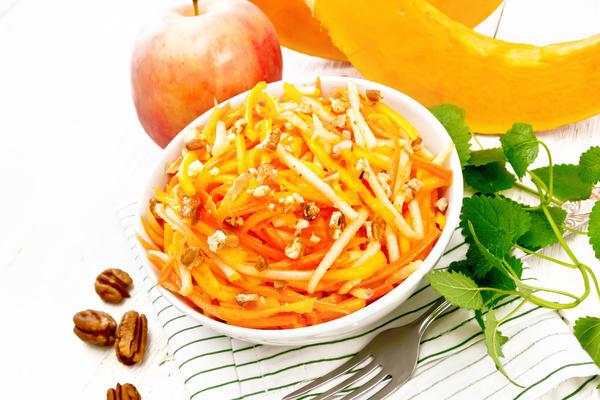 Салат из сырой тыквы с яблоком