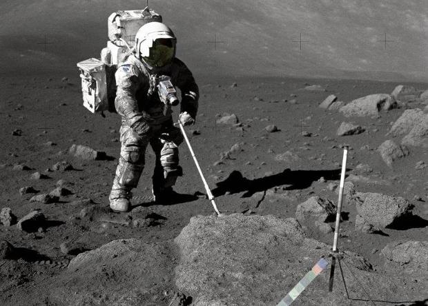 Следы астронавтов и роверов …