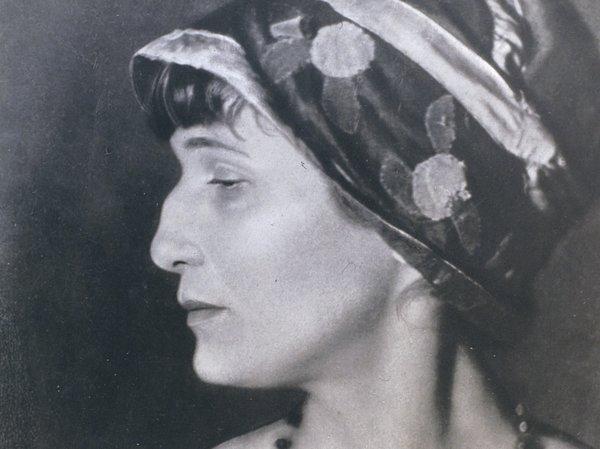 Знаменитый греческий профиль поэтессы. Анна Ахматова: порочные факты из жизни поэтессы, которые вам не расскажут в школе
