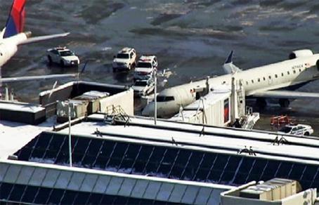 Терминал аэропорта «Ла-Гуардия» в Нью-Йорке эвакуировали из-за дымящейся сумки