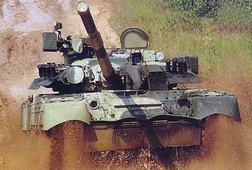 Танк Т-80 защищен комбинированной многослойной броней