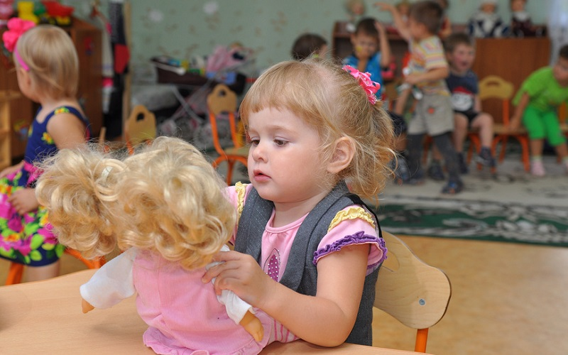 Ясли признали более эффективными по сравнению с домашним воспитанием