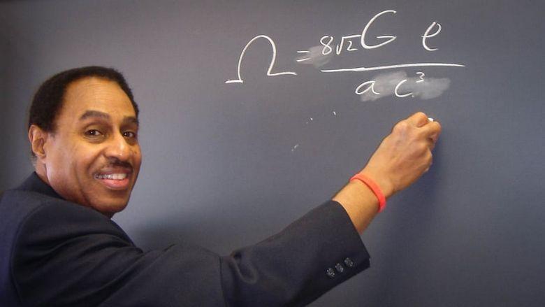 Американский астрофизик заявил, что он знает, как устроена машина времени