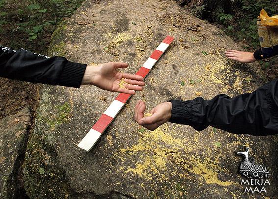 """Кроме этого, мы посетили культовые камни в окрестностях Углича - """"Петухов-камень"""" на Кека-ручье и """"Болохов-камень"""" (кстати уникальный для Мерянии классический сейд, стоящий в реке) на реке Корожечне."""