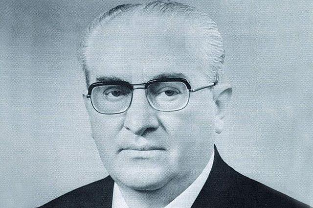 Серый кардинал. Юрий Андропов писал стихи и предвосхитил «перестройку»
