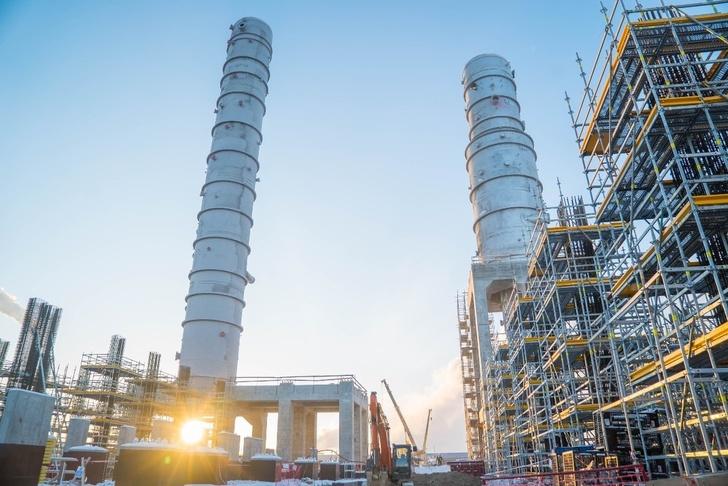 Омский НПЗ выполнил монтаж ключевого оборудования новой установки первичной переработки нефти