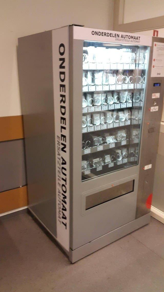 """6. Аппарат в """"Икее"""" продает запасные части для сборки мебели - шурупы, например Вендинговые автоматы, С миру по нитке, вендинговый аппарат, вот это да!, до чего техника дошла, познавательно, торговые автоматы, торговый автомат"""