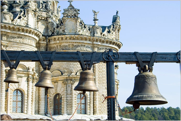 На освящении храма присутствовали царь Петр и цесаревич. /Фото:mochaloff.ru
