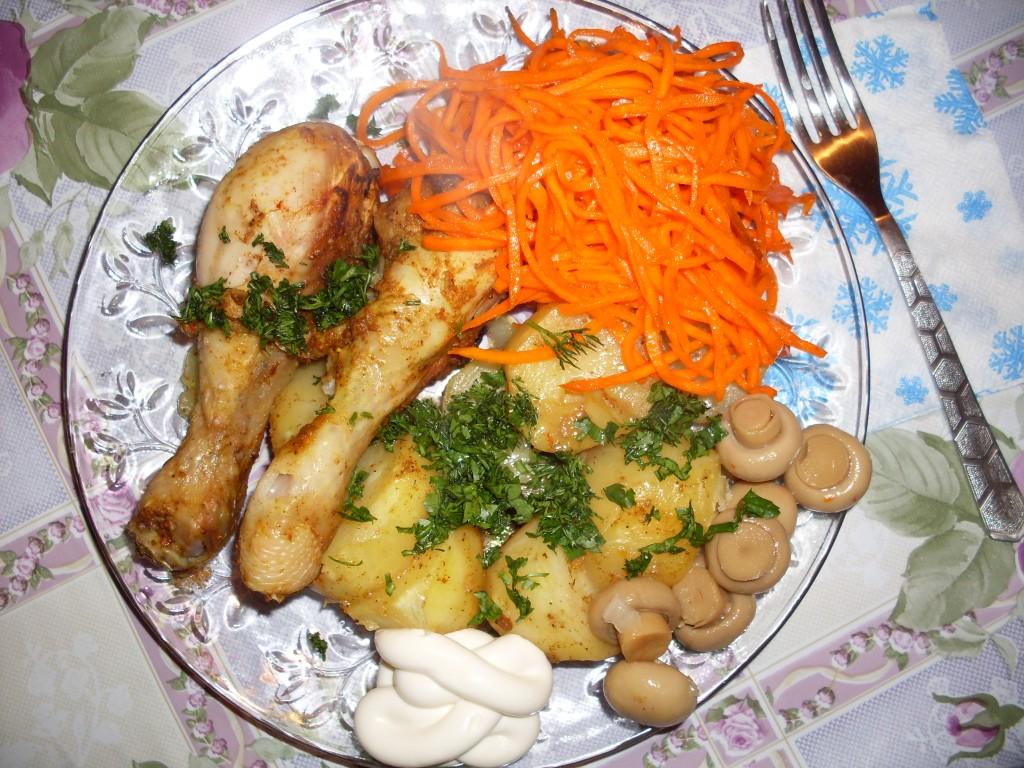 Быстрый ужин на скорую руку — куриные крылышки с помидорами.
