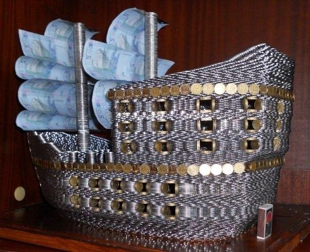Корабль из украинских денег.