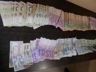 Украинские пограничники не дали узбеку вывезти из «зоны АТО» кучу денег в долларах, рублях и гривнах