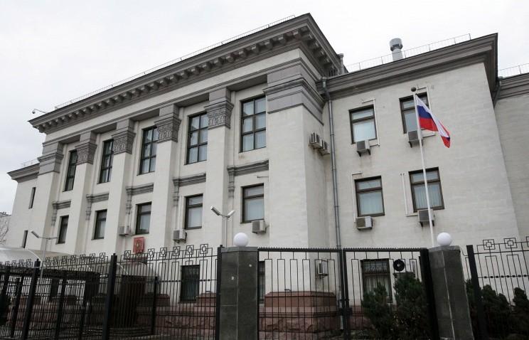 1. В Украине посольство, россия, фото, чиновники