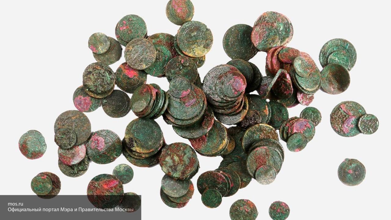 Около Кремля нашли клад старинных монет