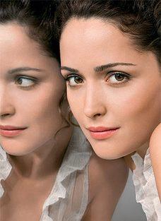 Как выглядеть младше с помощью макияжа