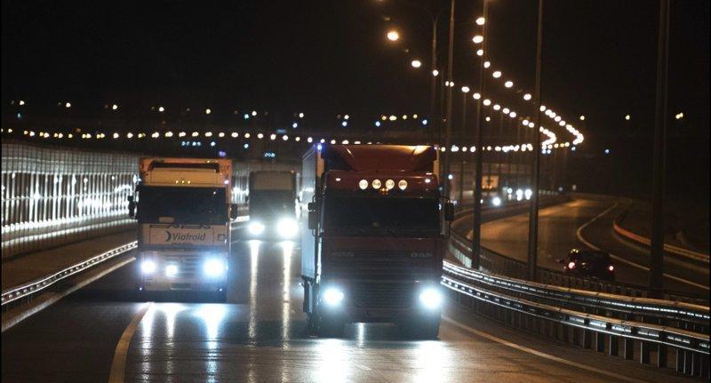 Крымский мост открыли для грузовиков