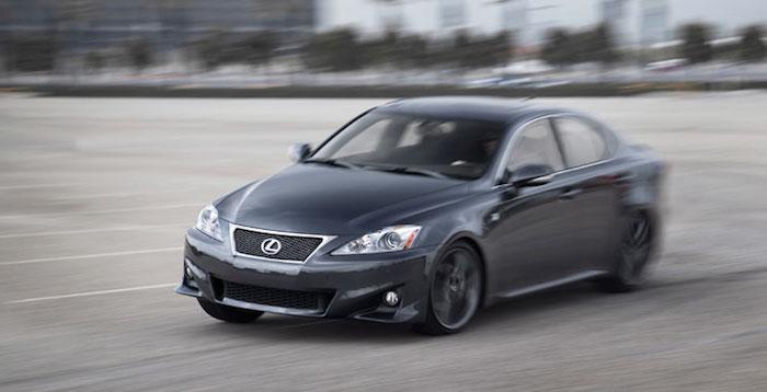 Lexus отзывает в РФ более 3 тыс автомобилей из-за подушек безопасности