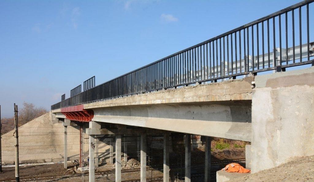 Тем временем донецкие террористы открыли мост