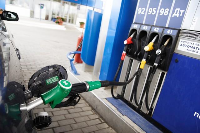 Вице-премьер по ТЭК: цены на топливо не снизятся