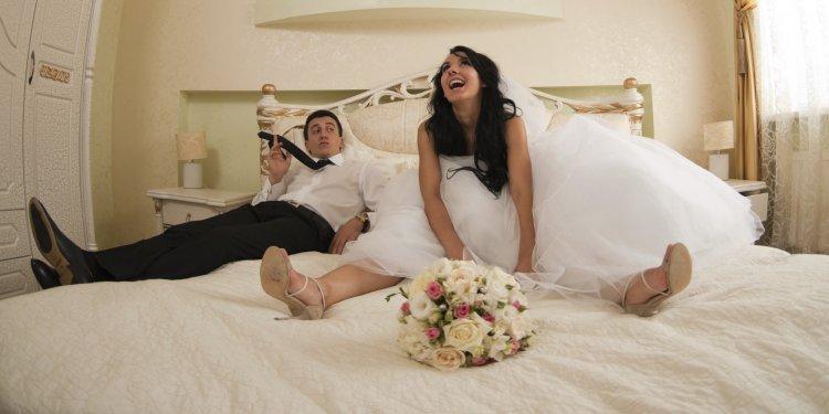 Первая брачная ночь.....