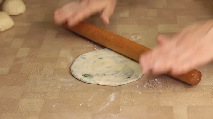 Слоеные китайские лепешки с зеленью. Бюджетный вариант слоеные лепешки, рецепт, видео рецепт, кулинария, еда, IrinaCooking, видео, длиннопост