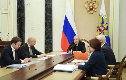 Путин требует обеспечить более ощутимый рост зарплат