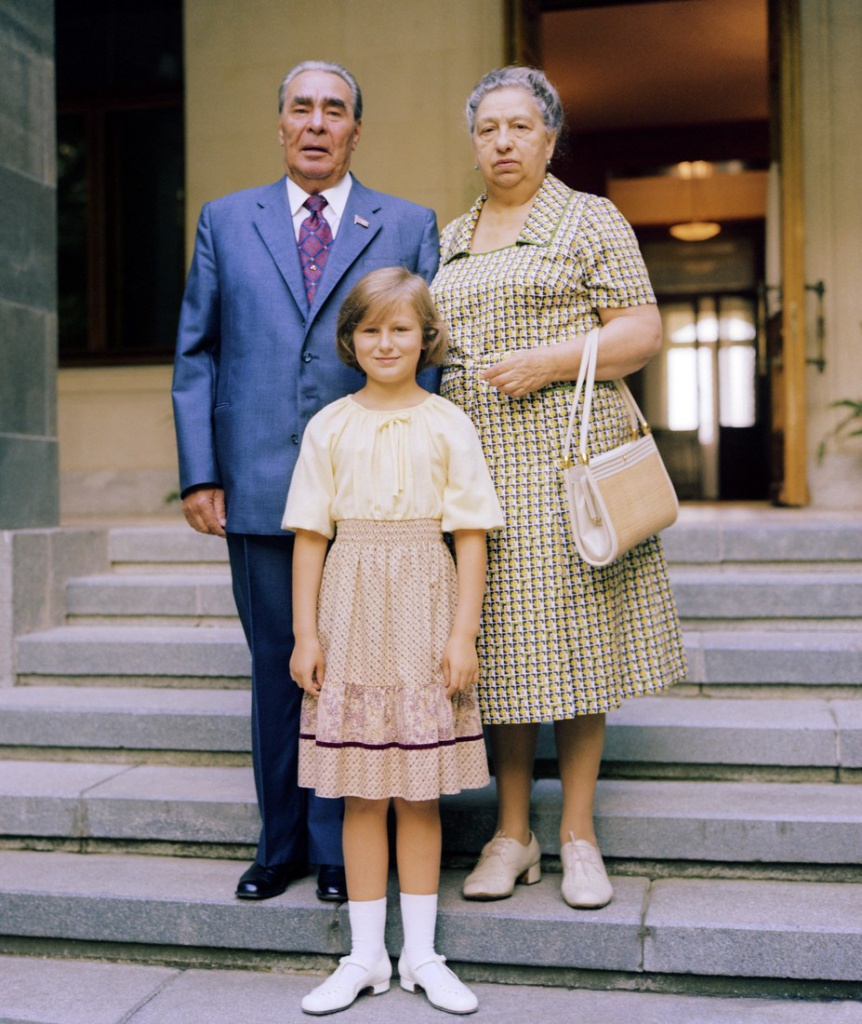 Ukrainian SSR. USSR. General Secretary of the Central Committee of the Communist Party of the Soviet Union Leonid Brezhnev with his wife Viktoria and great granddaughter Galya on holiday in Crimea. (Photo ITAR-TASS / Vladimir Musaelyan) Украинская ССР. Генеральный секретарь ЦК КПСС Леонид Брежнев с супругой Викторией Петровной и правнучкой Галей во время отдыха. Фото Владимира Мусаэльяна /Фотохроника ТАСС/