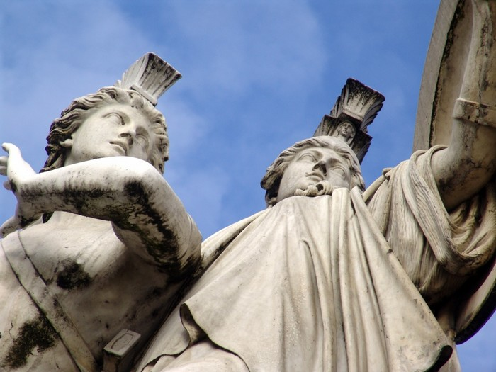 Скульптуры античных богов