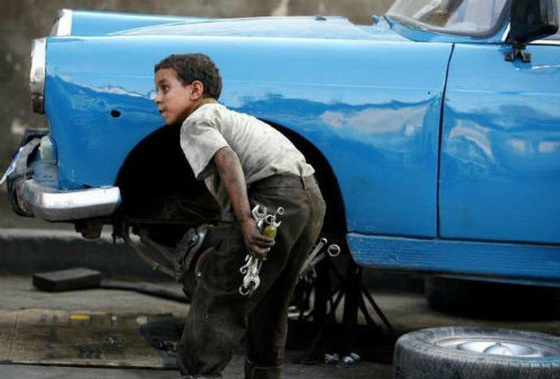 13. Детский труд, кстати, один из самых дешевы: за рабочий день дети из азиатских стран могут получить за вой труд лишь 1 доллар Жуткие снимки, Трогает до слёз, дети, детский труд, рабство