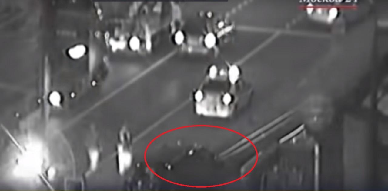 В Москве микроавтобус протаранил ограду подземного перехода, пострадали 4 человека