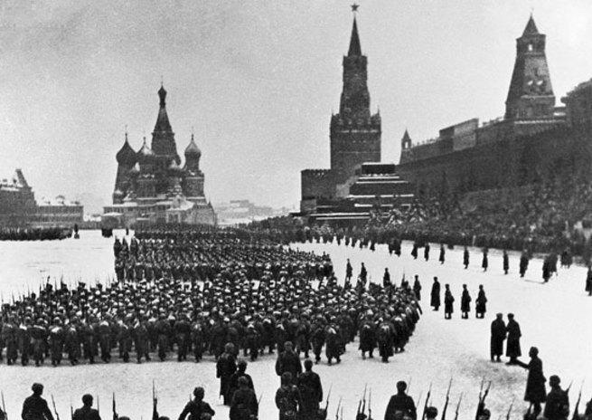 Военный парад на Красной пло…