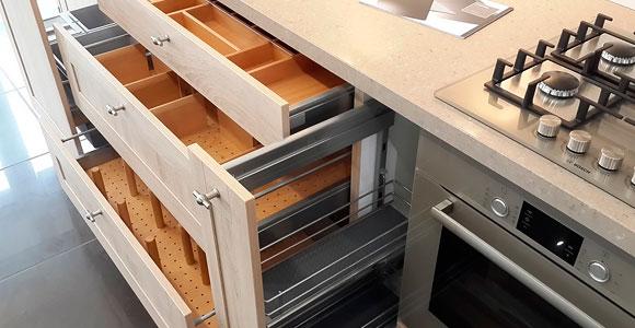 Очень функциональные выдвижные кухонные ящики