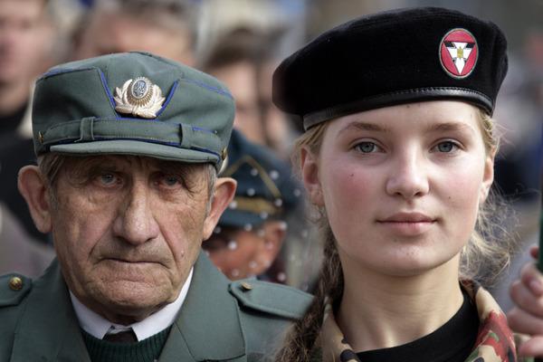 Уклін минулому від майбутніх поколінь!!!Ветеран УПА і Молодь!!!