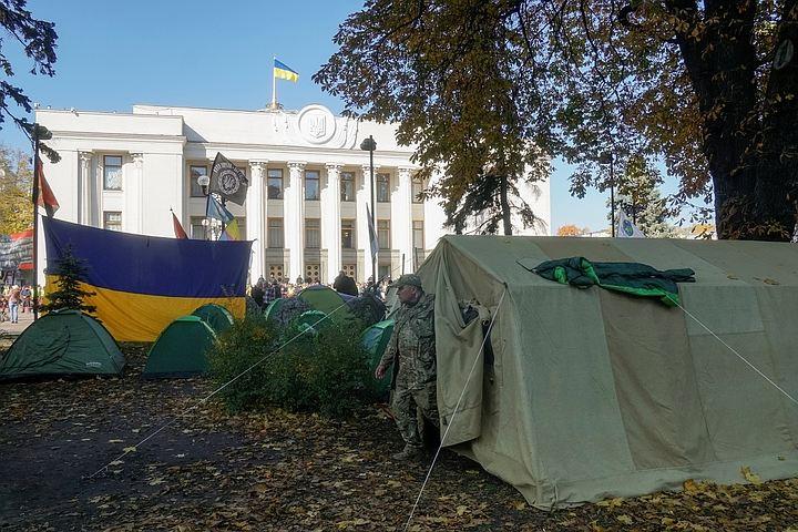 Аваков распорядился отозвать силовиков от здания Верховной рады