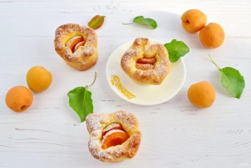 Пирожки с абрикосами.