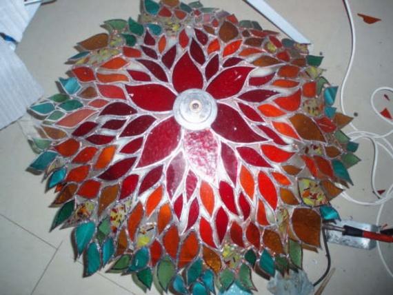 Оригинальные вещи из осколков цветного стекла