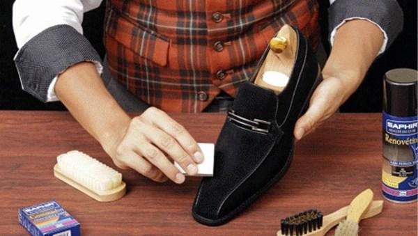 Как нужно ухаживать за замшевой обувью