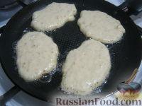 Фото приготовления рецепта: Овсяные оладьи для детей (на молоке) - шаг №7