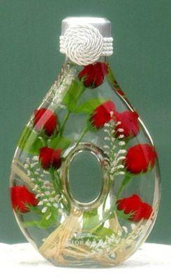 Цветочные декоративные бутылочки. Красивая идея для украшения интерьера