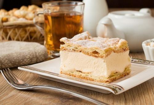 Пирог карпатка.  Этот удивительно простой и очень вкусный заварной пирог весьма популярен.