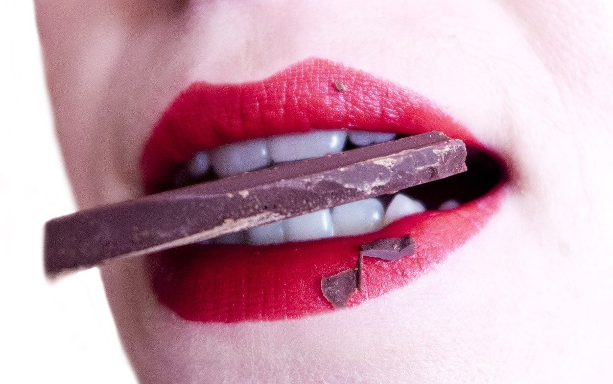 Какие продукты плохо влияют на цвет зубов?